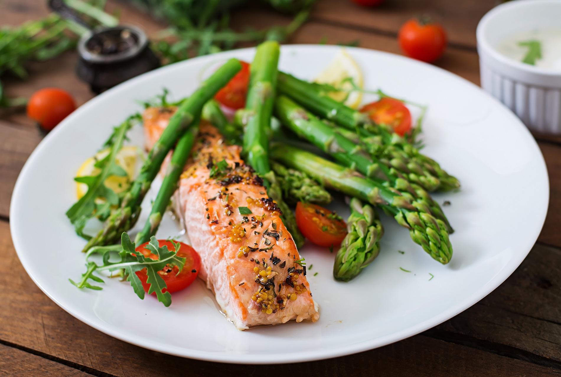 Ugnsstekt lax med sparris keto-diet
